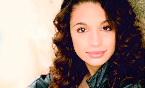Alyssa Gomez (Nina)